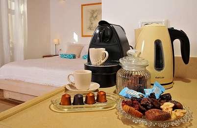 פינוקים איכותיים תוצרת בית ומכונת קפה איכותית