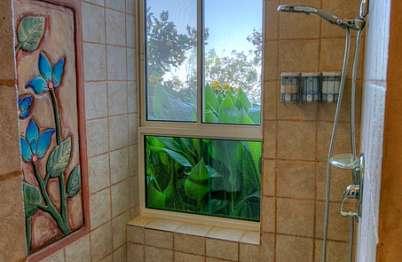 מקלחת עם ראש גשם מפנק