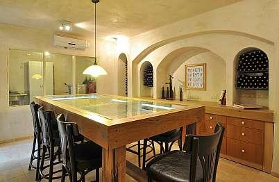 חדר יין להרצאות וטעימות יין